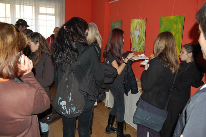 Вие разглеждате изображения от: Кино фестивалът 'Един Свят' запознава ученици с вегетарианството